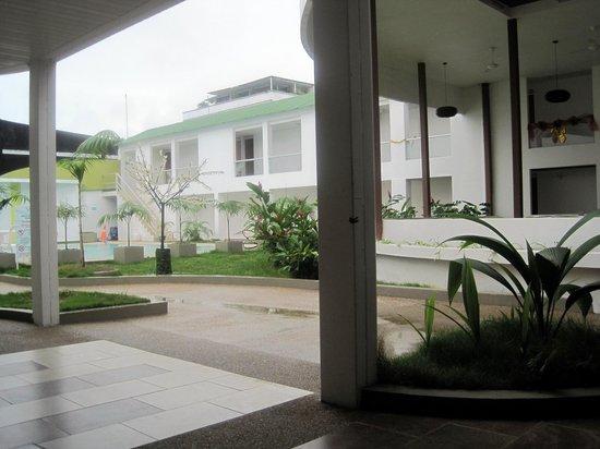Waira Suites Hotel : Pool