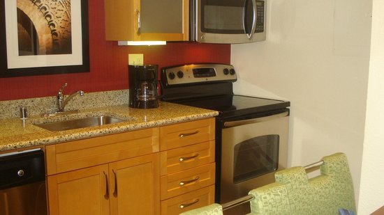 Residence Inn by Marriott Atlanta Buckhead : Kitchen