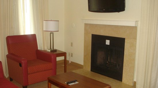 Residence Inn by Marriott Atlanta Buckhead : living room