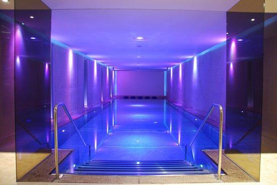 Hotel Jerzner Hof: La piscine aavec musiqque, jets d'eaux et diaporama !