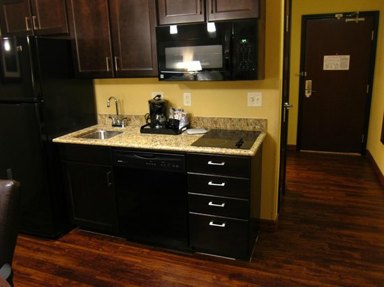 Holiday Inn Express & Suites Las Cruces North : Kitchen
