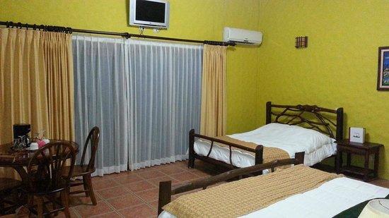 Hotel Mountain Paradise: Habitacion estándar