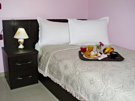 Jolly Hotel: Single Room Queen Size Bed