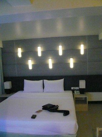 Sunshine Hotel & Residences : уютно, кравать, плазма,бар