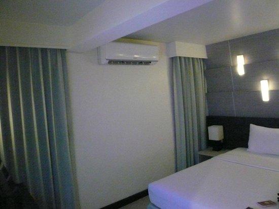 Sunshine Hotel & Residences: за окнами, город