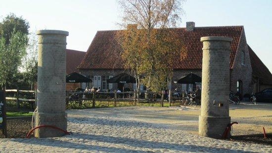 Zomergem, Belgia: Het is een totaal vernieuwde gewezen boerderij.