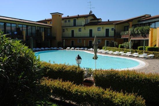 Le Terrazze sul Lago Residence & Hotel: Vista dal patio della stanza