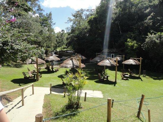 Cantagalo, RJ: Área do Ski-unda com piscina natural e toboágua