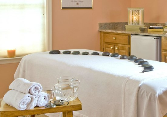 The Carriage House Inn Bed and Breakfast : Massage Room