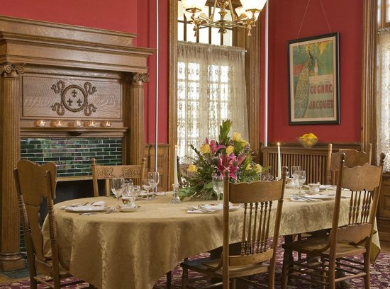 The Carriage House Inn Bed and Breakfast: Dining Room