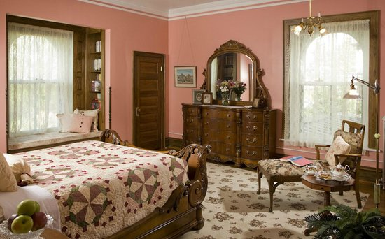 The Carriage House Inn Bed and Breakfast: Mary Watts Room