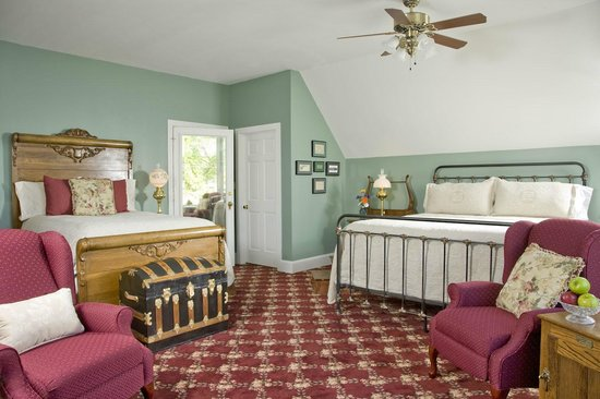 The Carriage House Inn Bed and Breakfast: Hayloft Suite