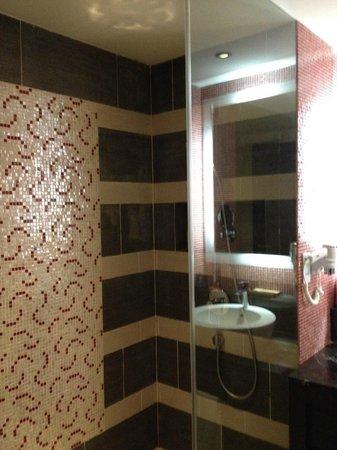 Resorts World Sentosa - Festive Hotel: nice shower