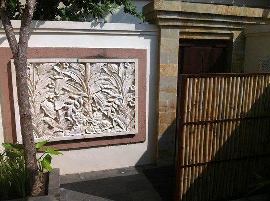 Best Western Kuta Villa: Entrée principale de la villa