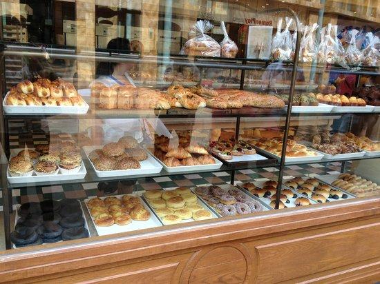 Resorts World Sentosa - Festive Hotel: good cheap bakery