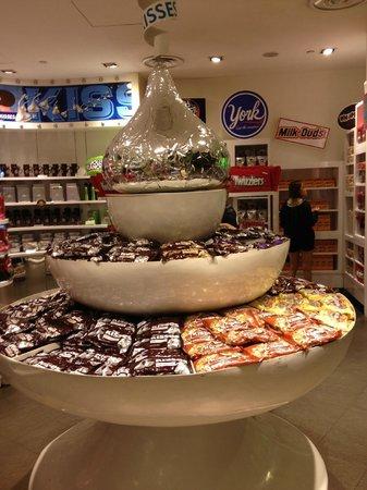 Resorts World Sentosa - Festive Hotel: hersheys store!