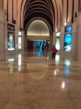 Resorts World Sentosa - Festive Hotel: leading to the casino