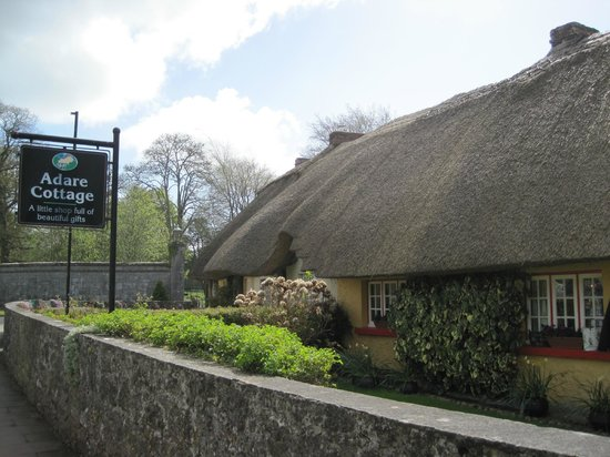 Dunraven Arms Hotel: Adare Cottage - across the street from Dunraven Arms
