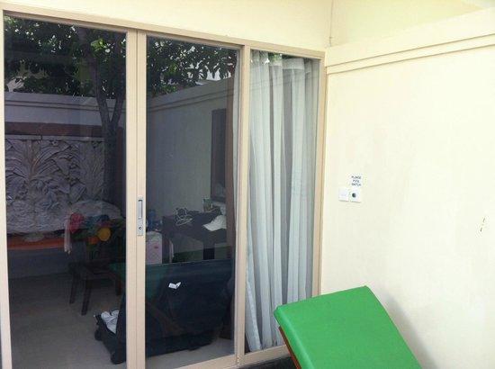 Best Western Kuta Villa: Entrée de la chambre