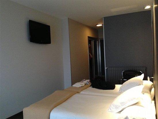Foto de hotel chiqui santander habitaci n doble reci n renovada tripadvisor - El chiqui santander ...