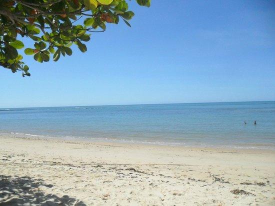Canto d'Alvorada Hotel Pousada: Praia em frente a pousada