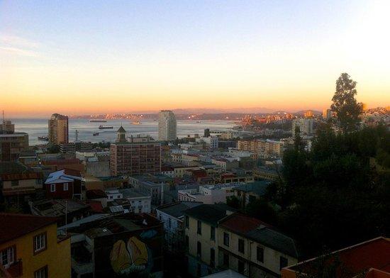 Valparaiso Experience Apartments: sunset view from deck at Valparaiso Experience