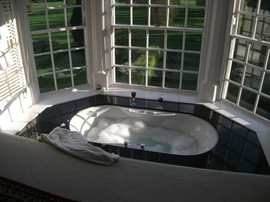 Goldsborough Hall: Jaccussi Bath