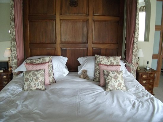 Goldsborough Hall: 8ft four poster bed