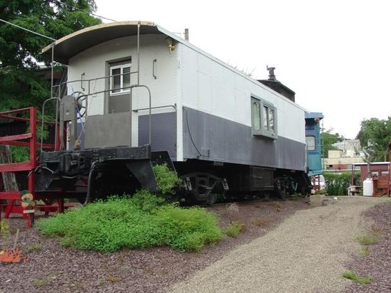 Catawissa Lodge Caboose : AT Santa Fe