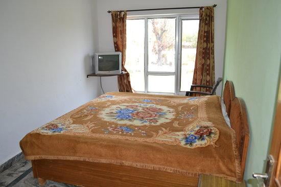 Hotel Green House: Laarge beded room
