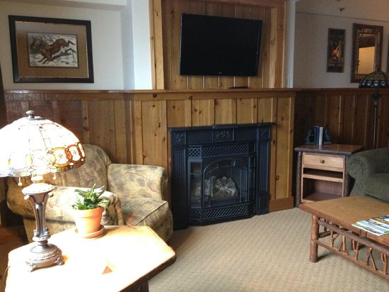 The Whiteface Lodge: Living area and gas fireplace