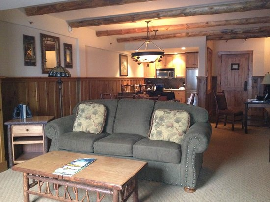 The Whiteface Lodge: Living area