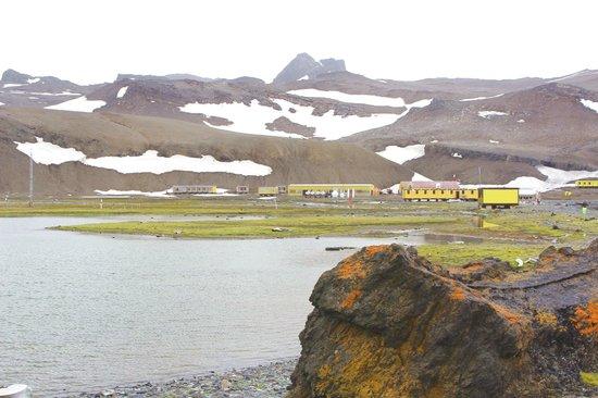 King George Island: Polska Stacja Antarktyczna im. Henryka Arctowskiego