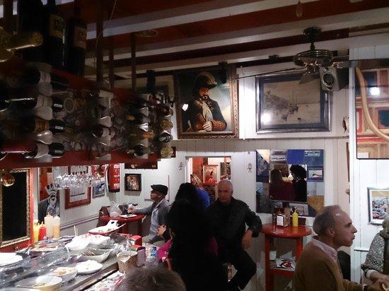 Alvarito's Bar: interior