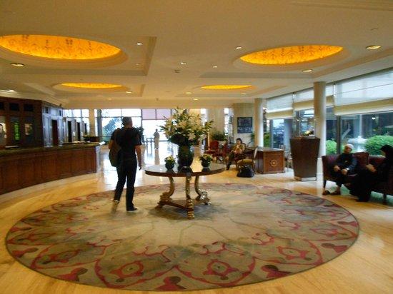 Hilton Istanbul Bosphorus: Hall d'Entrée