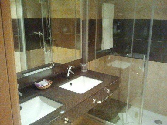Hotel Desitges: Baño