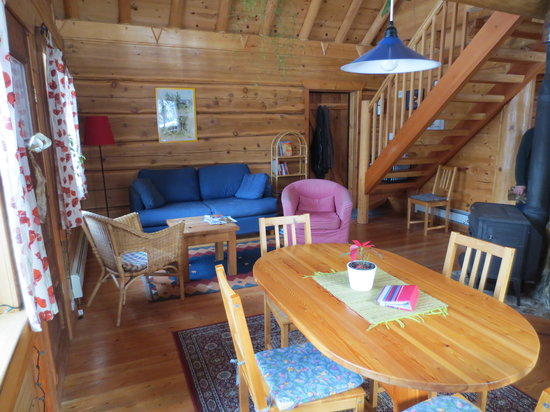 Blaeberry Mountain Lodge: cottage kitchen and sitting area