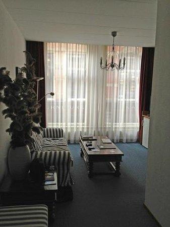 Haarlem Hotelsuites: Nice bright lounge area