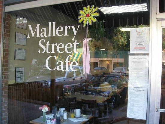 Mallery Street Cafe: Saint Simons Island & the place to be for great food!