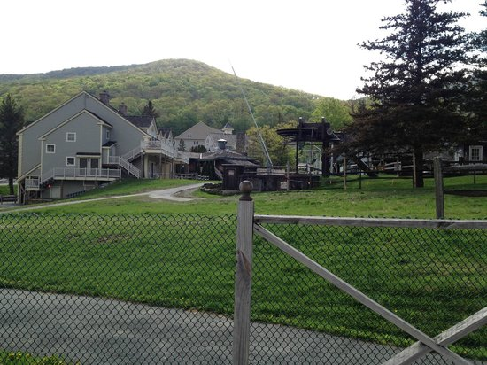 Country Inn at Jiminy Peak: Some of the other resort buildings