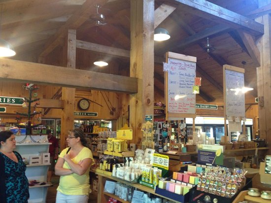 Country Inn at Jiminy Peak: The inside of the Country Store
