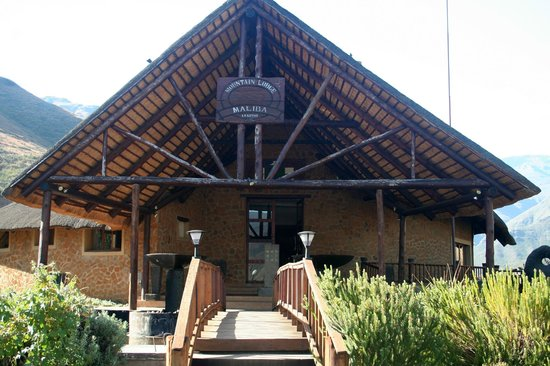 Maliba Mountain Lodge: The front of Main Lodge