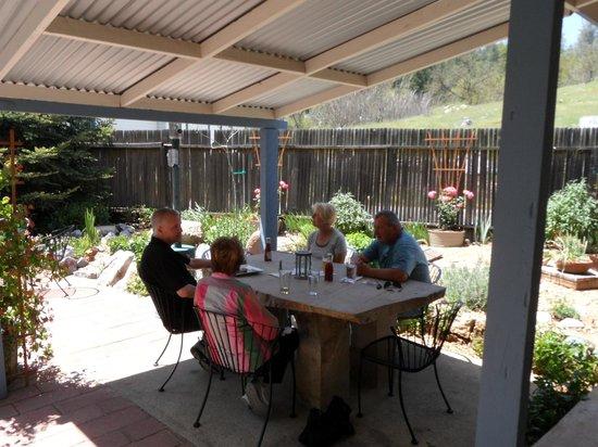 Volcano Union Inn + Pub: Dining on the patio