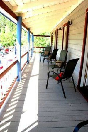 Volcano Union Inn + Pub: The guest room balcony - you may never want to go home!