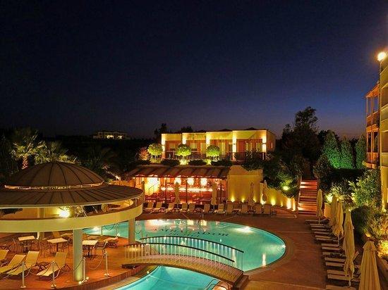 Ambassador Hotel Thessaloniki: Pool area / Bungalows