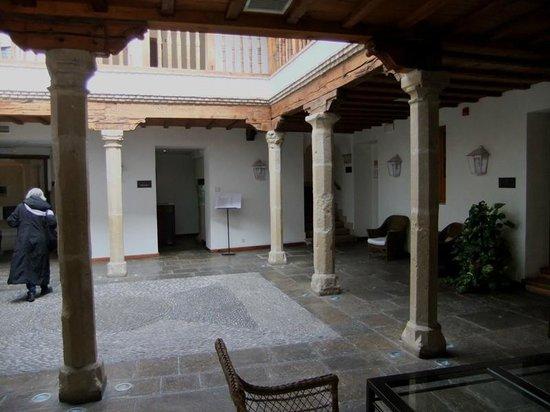 Hotel Puerta de la Luna: Cour intérieure