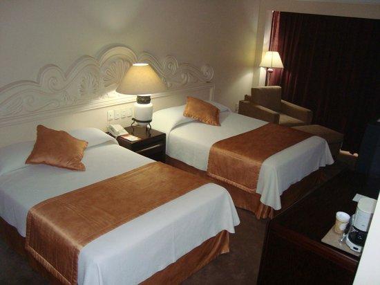 Hotel Santa Anita: Two beds remodeled room