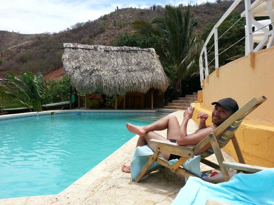 Casa Los Cerros Taganga: Hanging out by the pool