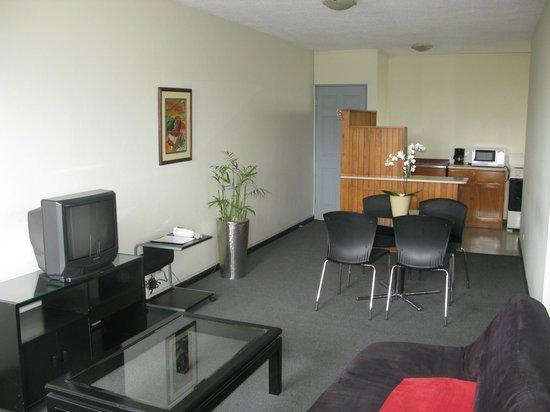Apartotel  La Perla: Sala Comedor / Livingroom