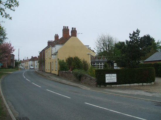 Wheatsheaf House Bed and Breakfast: Road View